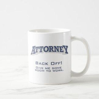 El abogado/retrocede taza de café