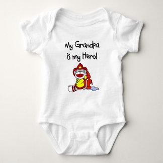 El abuelo es mi mono del bombero del héroe body para bebé