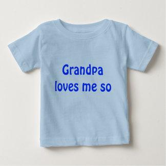 El abuelo me ama tan playera para bebé