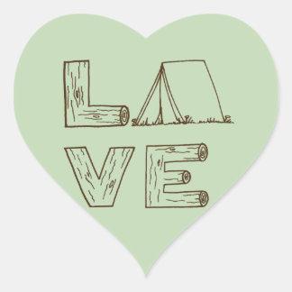El acampar de la tienda del amor pegatina en forma de corazón