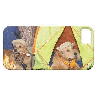 El acampar de los perros perdigueros de oro iPhone 5 Case-Mate carcasas