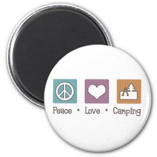 El acampar del amor de la paz imán para frigorifico
