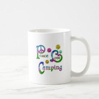 El acampar del amor de la paz tazas de café