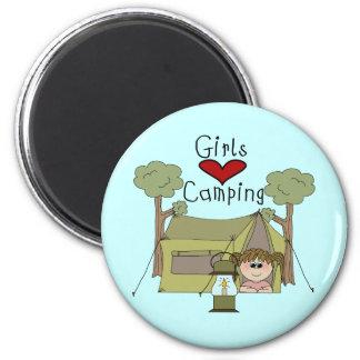 El acampar del amor de los chicas iman de frigorífico