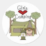 El acampar del amor de los chicas pegatinas redondas