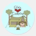El acampar del amor de los chicas pegatina redonda