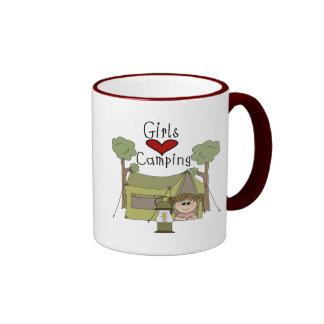 El acampar del amor de los chicas tazas