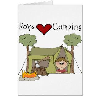 El acampar del amor de los muchachos tarjeta de felicitación