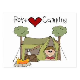 El acampar del amor de los muchachos postal