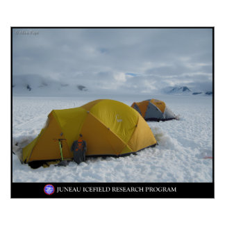 El acampar en los glaciares del Juneau Icefield Póster