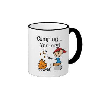 El acampar es camisetas y regalos deliciosos taza