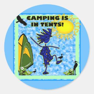 El acampar está en diseño de las tiendas pegatina redonda