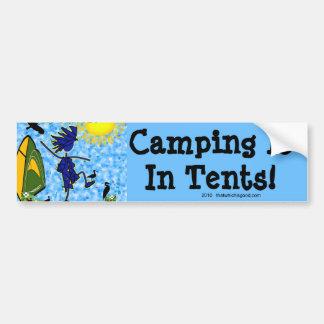 El acampar está en tiendas pegatina para auto