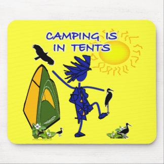 El acampar está (intenso) en tiendas mousepad
