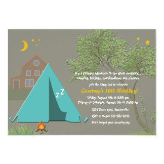 El acampar hacia fuera invitación del fiesta