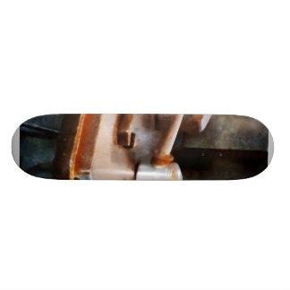 El aceite puede y llave tabla de patinar