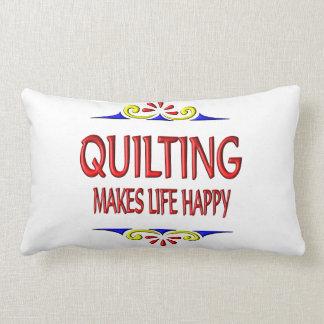 El acolchar hace vida feliz almohada