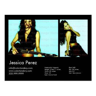 El actor/el modelo 2 tiró la tarjeta negra del postal
