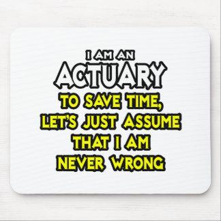 El actuario… asume que nunca soy incorrecto alfombrilla de ratón