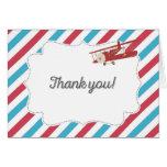 El aeroplano del vintage rojo y el azul le tarjeta pequeña