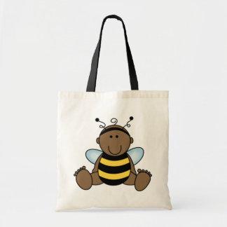 El afroamericano manosea al bebé de la abeja bolsa