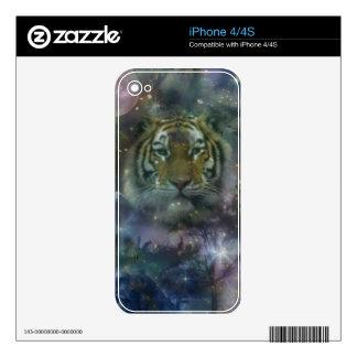 El agacharse salvaje del tigre de los ojos hermoso iPhone 4S skins