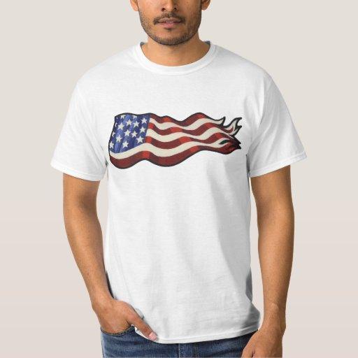 El agitar de la bandera americana (básico) playera