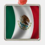 El agitar de la bandera mexicana ornamento para arbol de navidad
