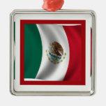 El agitar de la bandera mexicana ornamentos de reyes