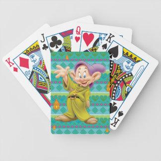 El agitar narcotizado baraja cartas de poker