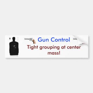 El agrupar apretado del control de arma en la masa pegatina para auto