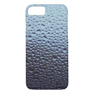 El agua cae las gotas de agua en la ventana de funda iPhone 7