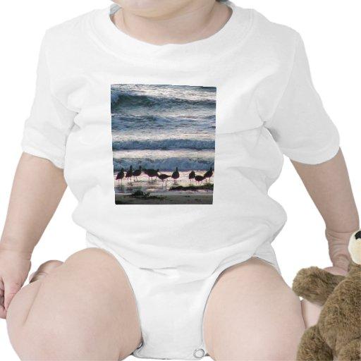El agua del océano vara puesta del sol de la arena camisetas