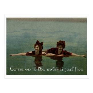 El agua es apenas fina tarjeta postal