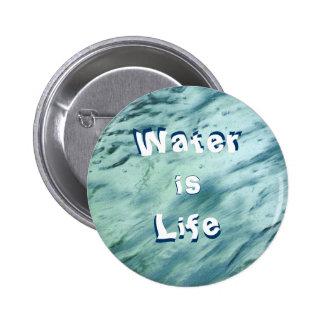 El agua es botón de la vida pin redondo de 2 pulgadas