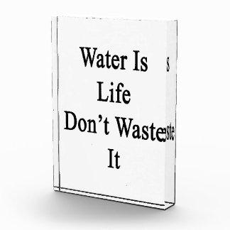 El agua es vida no lo pierde