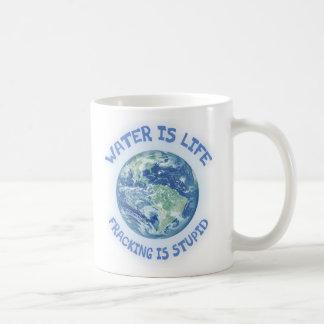 El agua es vida taza clásica
