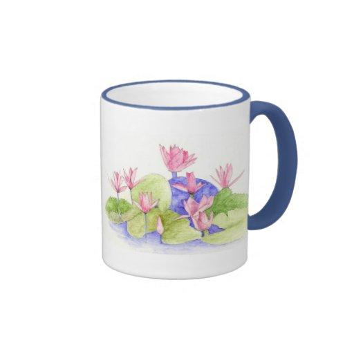 El agua florece la taza