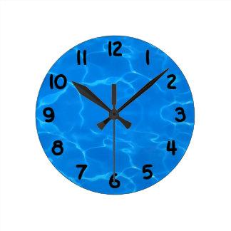 El agua ondula el modelo reloj