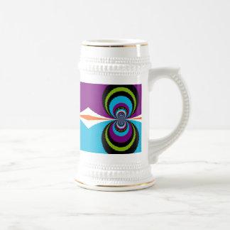 El agua púrpura enrrollada del trullo ondula el mo taza