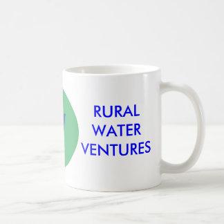 El agua rural aventura la taza