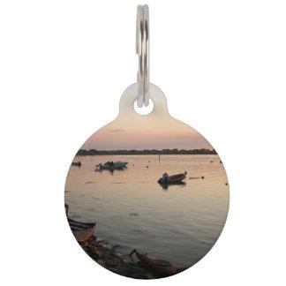 El agua temática, los kajaks y los barcos están en placa para mascotas