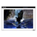 El águila y la cascada calcomanía para portátil