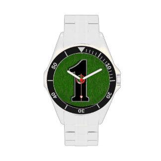 El agujero afortunado del golfista en uno relojes