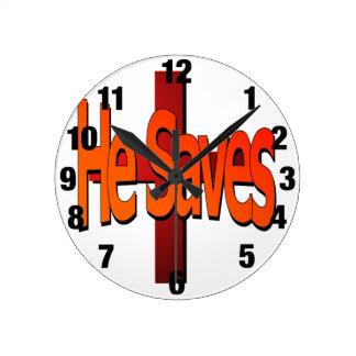 Él ahorra el reloj