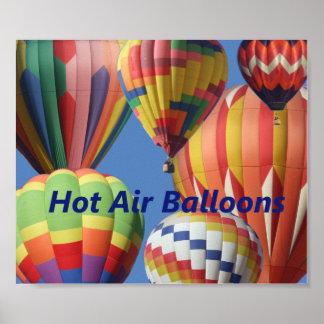 El aire caliente brillantemente coloreado hincha e póster