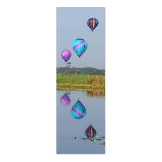 El aire caliente colorido hincha señales tarjetas de visita mini
