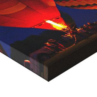 El aire caliente hincha el abrigo de la lona del r lona estirada galerías