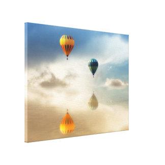 El aire caliente hincha la reflexión del agua lienzo envuelto para galerías