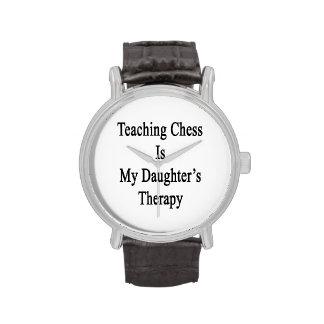 El ajedrez de enseñanza es la terapia de mi hija reloj de mano